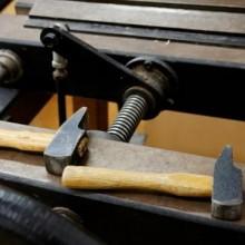 marteaux de reliure et presse à endosser